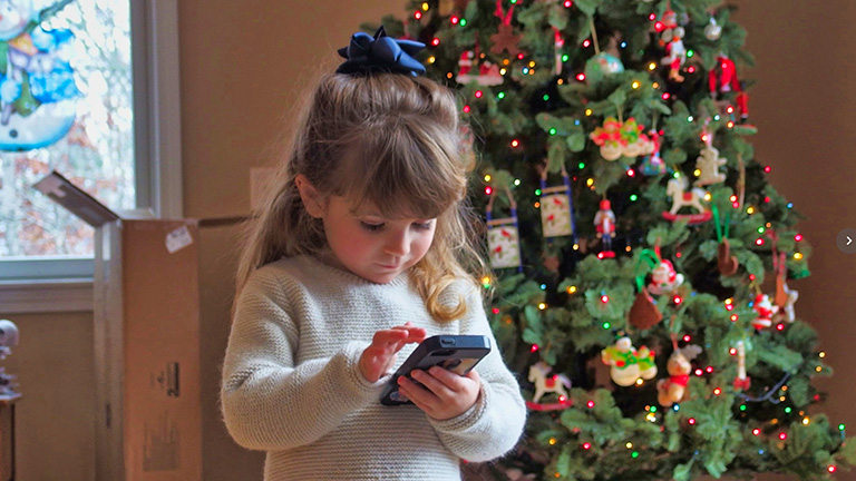 Kid_with_phone_Santaline_768x432.jpg